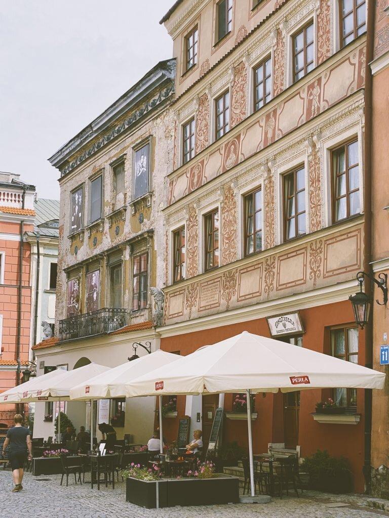 Kamieniaca ze zdjęciami w oknach, Lublin