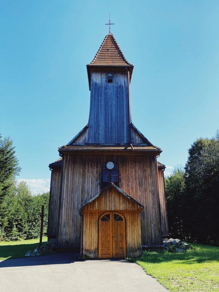 Drewniany kościół w Rozpuciu