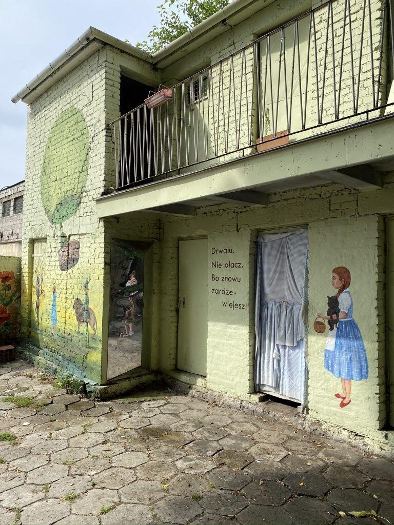 podwórko przy Domu Snów,