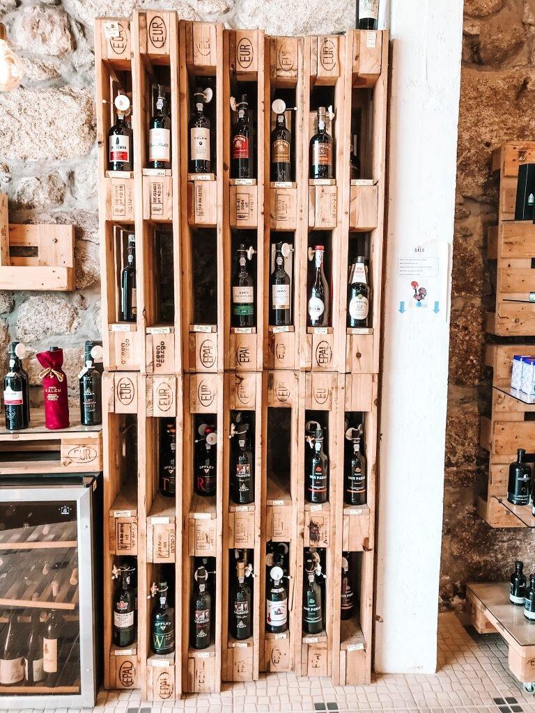 Jeden ze sklepików z winem w Vila Nova de Gaia