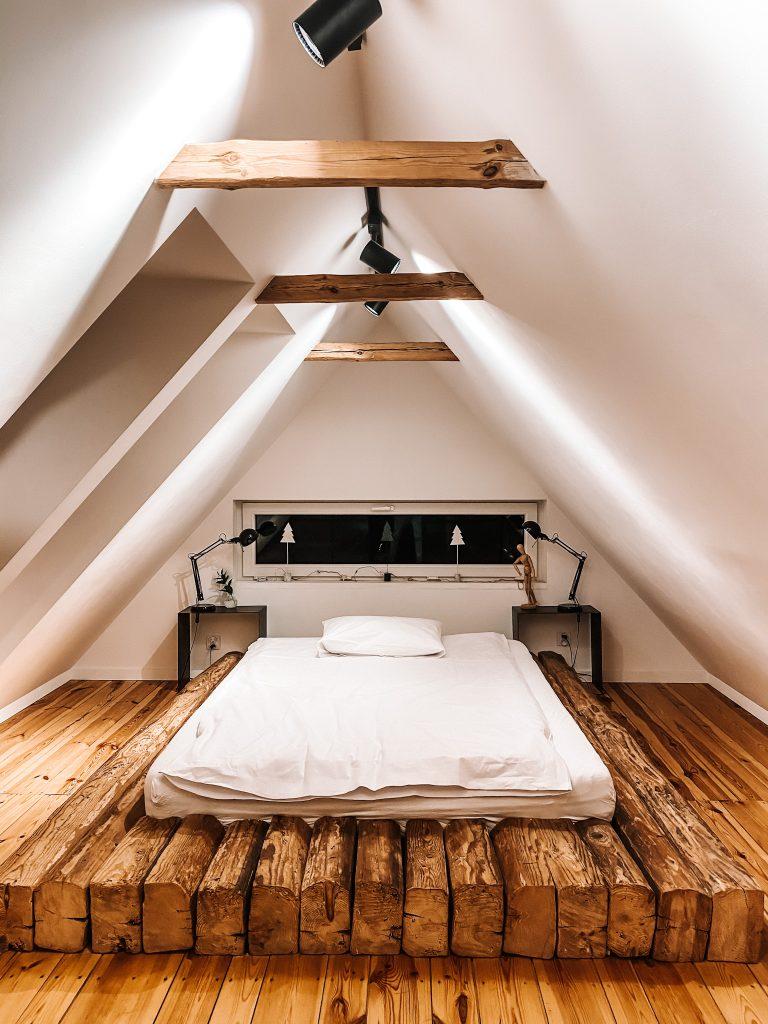 Sypialnia na poddaszu, Tu Domek, Wojtyniów