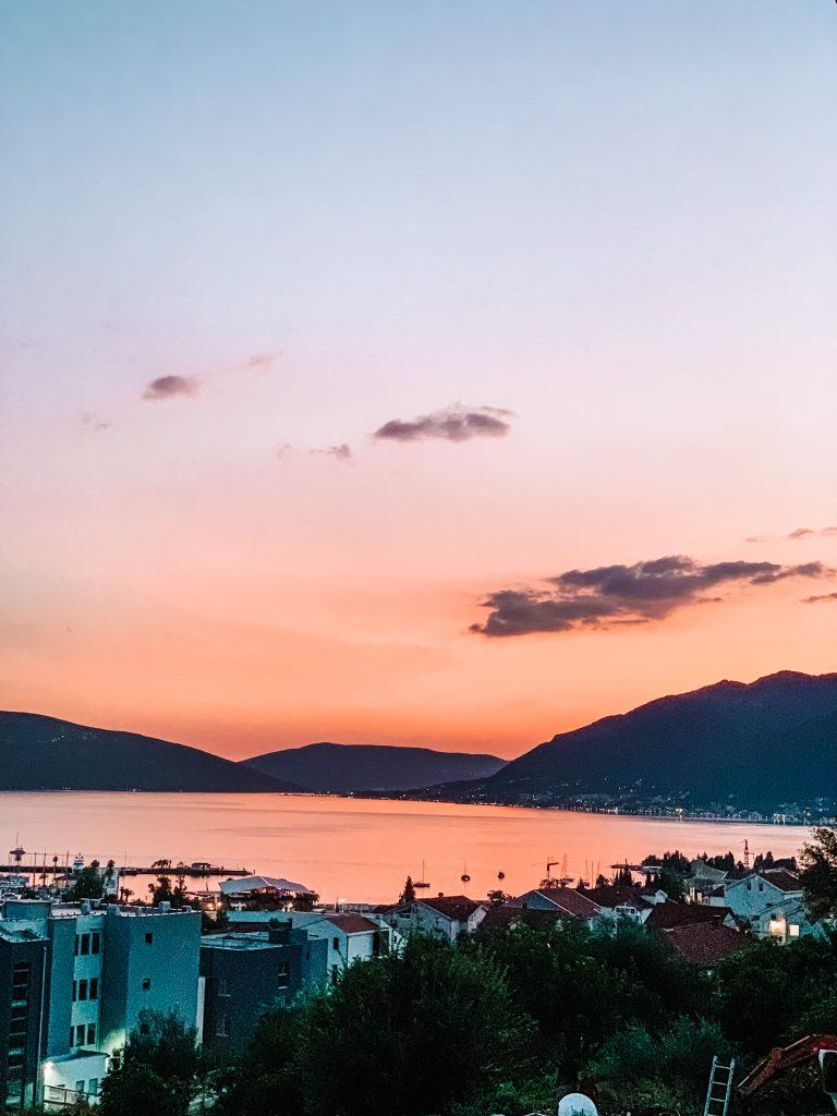 Zachód słońca widziany z naszego balkonu