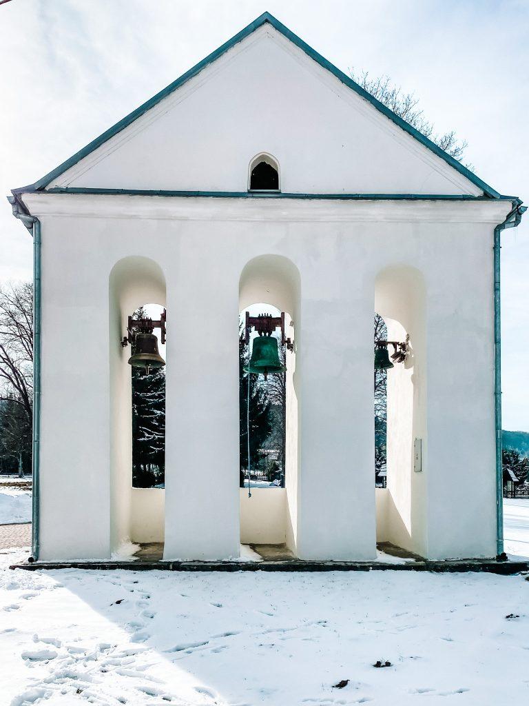 Dzwonnica kościoła pw. Matki Bożej Bieszczadzkiej