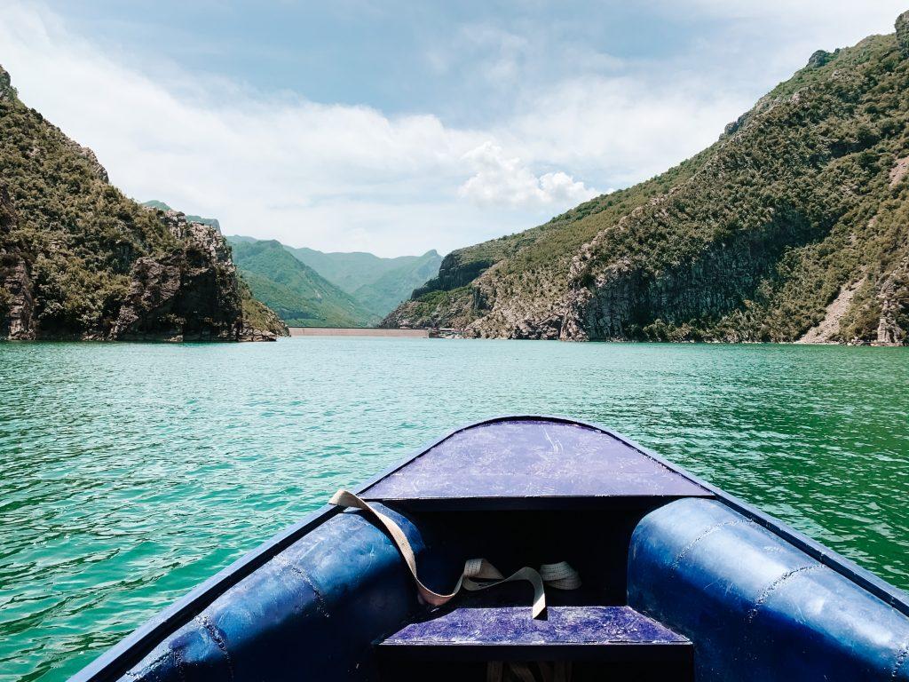 Rejs łodzią po Komani