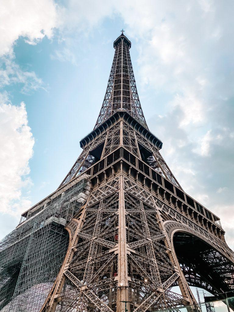 Wieża Eiffla za dniaParyż blog