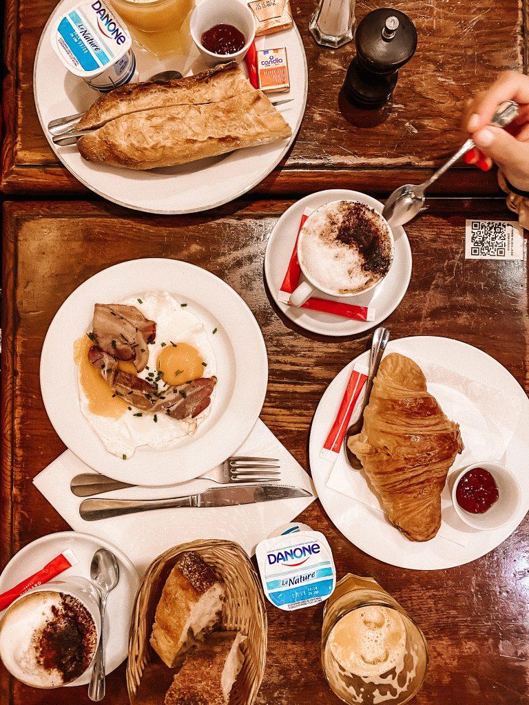 Śniadanie w Cafe Le Bistro